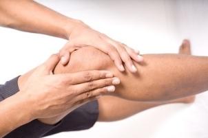 knee_pain_man_holding1